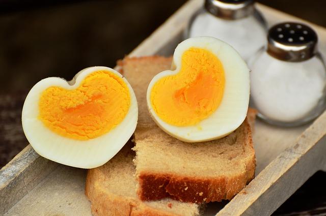vejce na tvrdo s toastem
