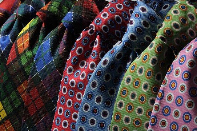 stakaté kravaty
