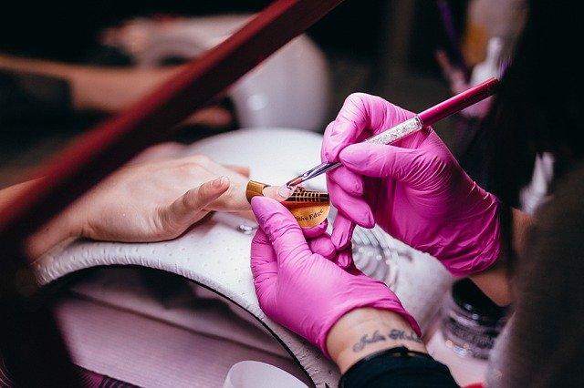 tvoření nehtů