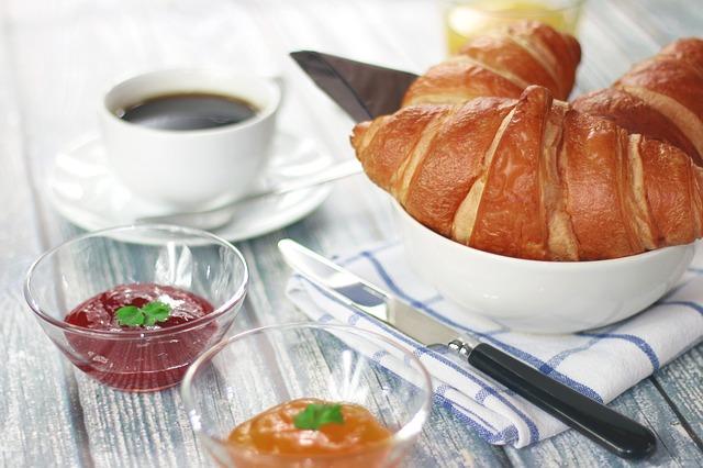 croissanty a marmelády.jpg