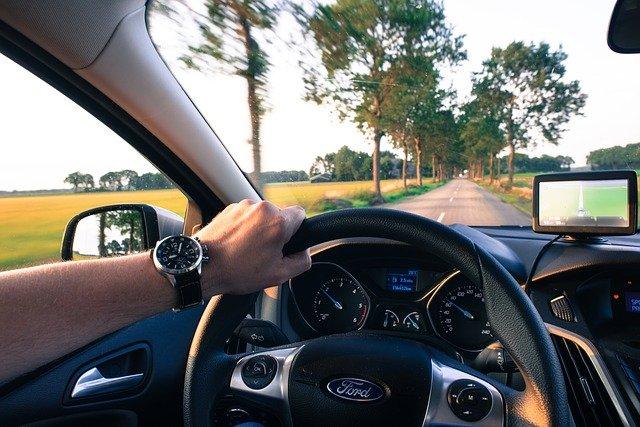 řidič s navigací