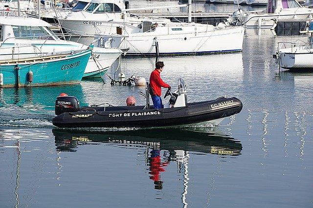 člun s motorem
