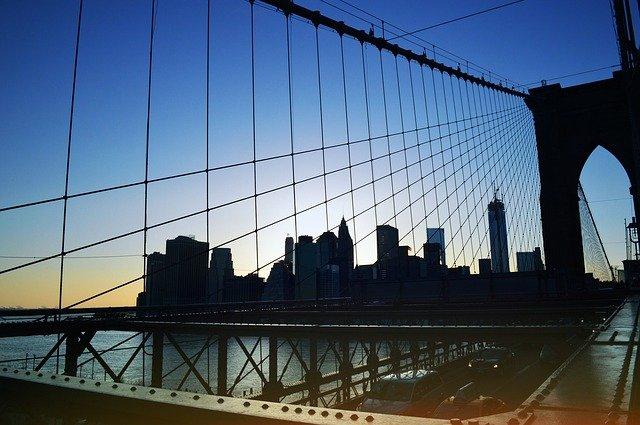 most s panorámatem města