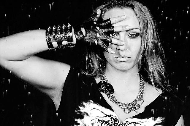 portrét rockové holky