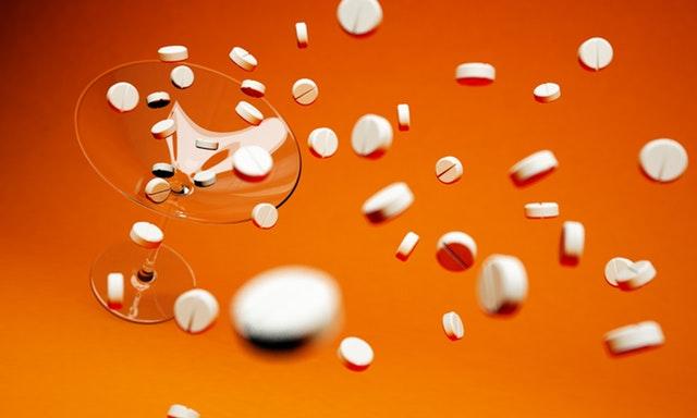 Padající prášky a pilulky