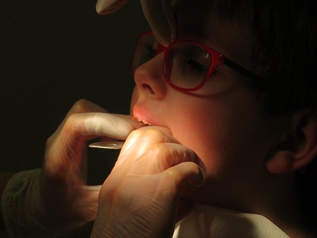 Aplikace rovnátek u malého dítěte