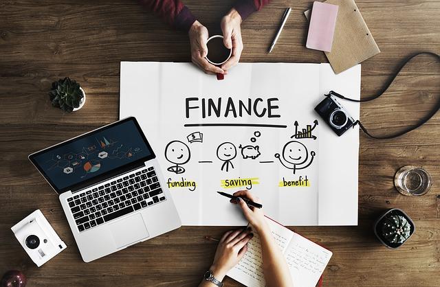 Řešení účetnictví na stole v kanceláři