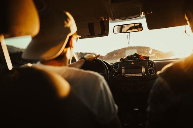 řidič a spolujezdec