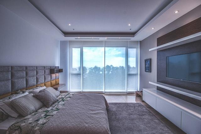 ložnice v moderním stylu