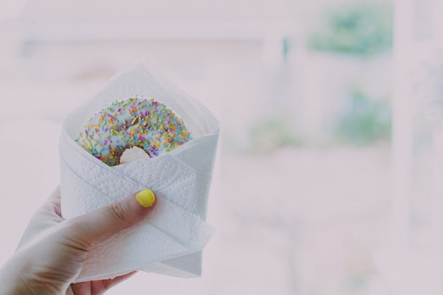 kobliha v ruce, sladkosti, kalorie