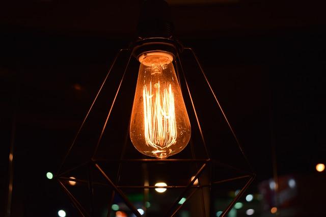 svítící žárovka.jpg