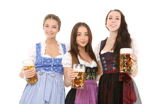 tři dívky s pivem tuplák