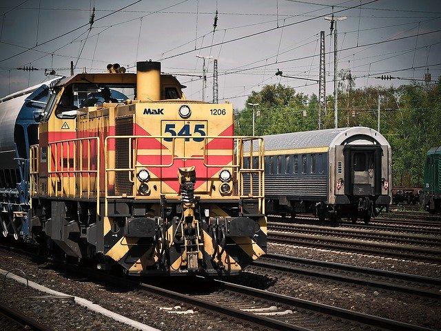klasická nákladní lokomotiva